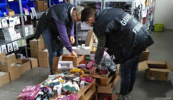 Blitz della Gdf: sequestrati farmaci venduti senza prescrizione