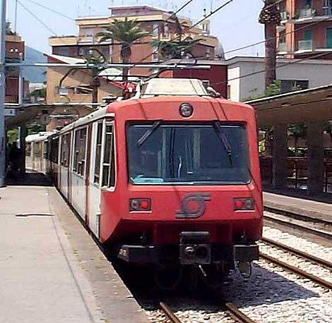 Napoli: 13 rapine nelle stazioni della Circumvesuviana, arrestato dai Carabinieri