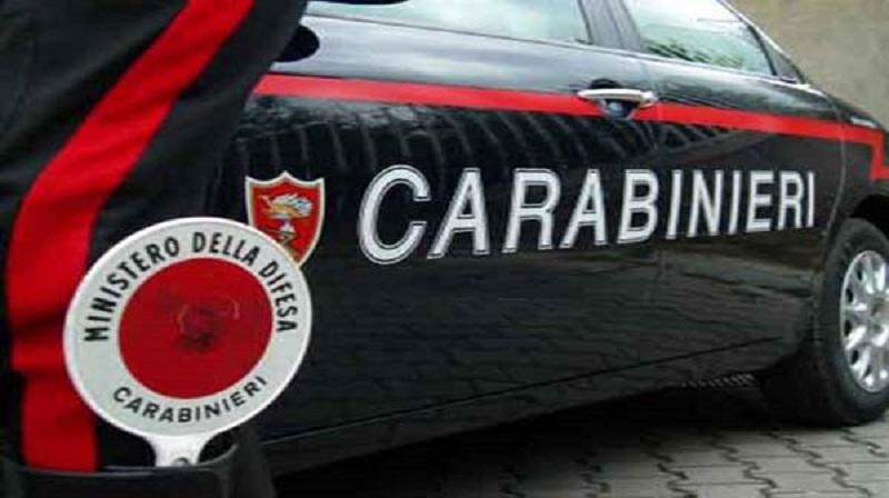 Napoli, agguato in strada: ucciso davanti al figlio di 11 anni