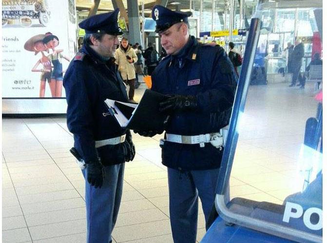 Stazione centrale, ruba il trolley al viaggiatore che dorme: arrestato