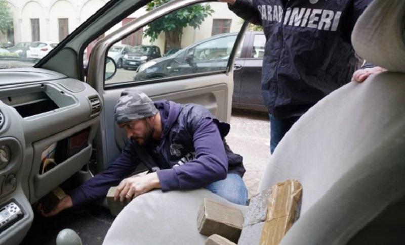 Napoli, camorra e droga: 29 arresti