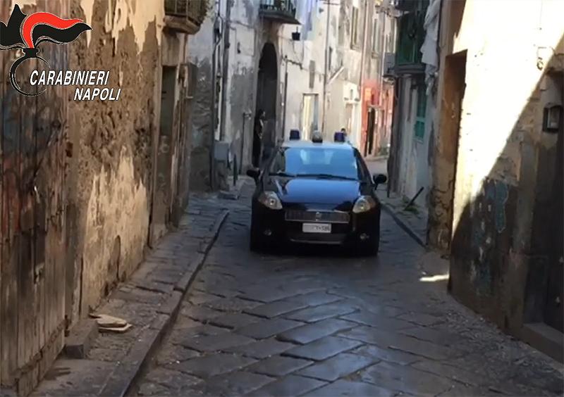 Napoli, 25 arresti per spaccio: molte sono donne