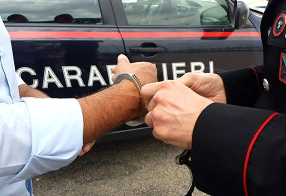 Due rapine in pochi minuti: arrestato 20enne