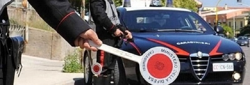Manovre spericolate in scooter, 19enne non si ferma all'alt dei carabinieri: arrestato