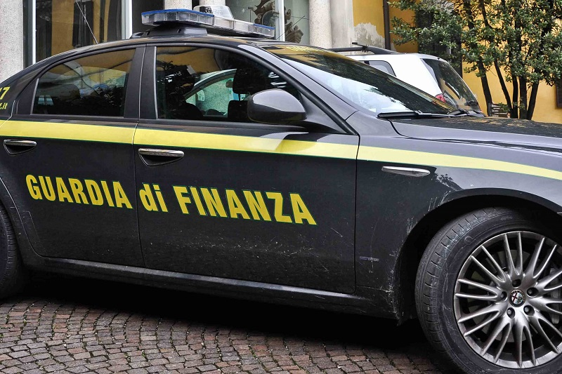 Piantagione di canapa indiana in casa, 37enne finisce in cella