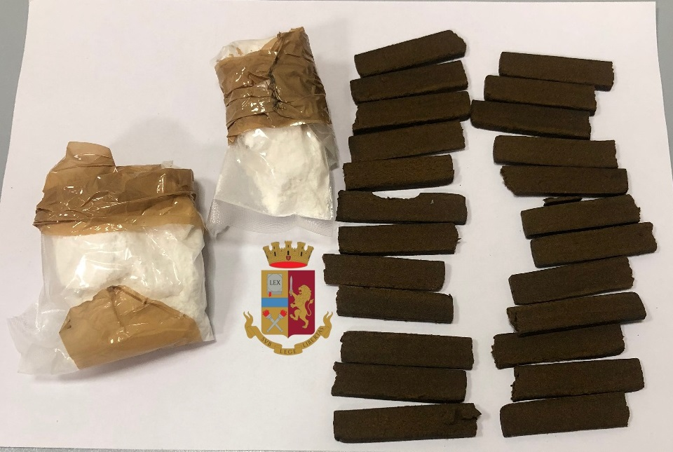 In possesso di hashish e cocaina, arrestato 27enne