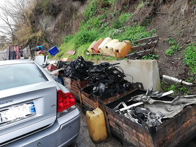 Sequestrate officina e auto carrozzeria abusive