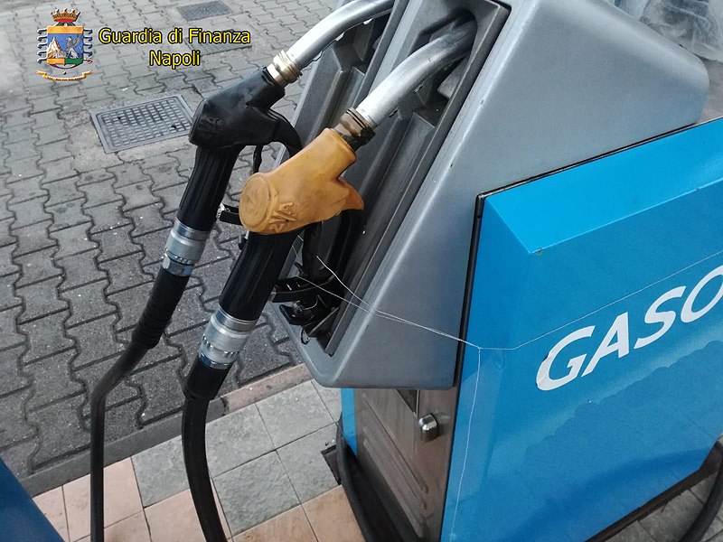 Distributori di carburante taroccati: sequestrati due impianti