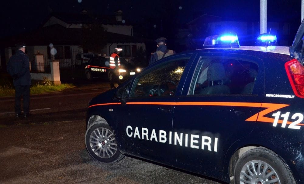 Non si fermano all'alt: armi e droga in auto.  2 arrestati