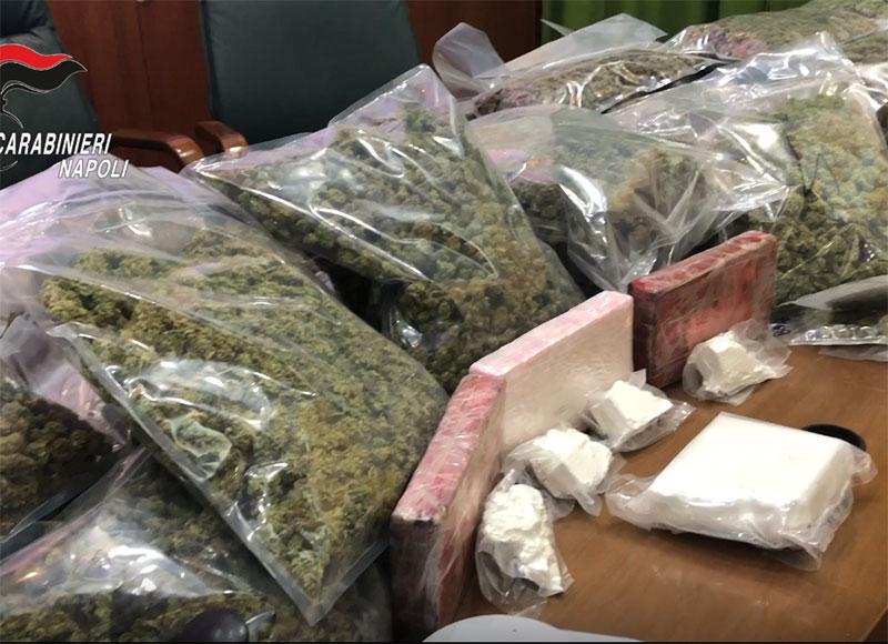 Cocaina pura, marijuana e  400 mila euro in casa: arrestato  incensurato