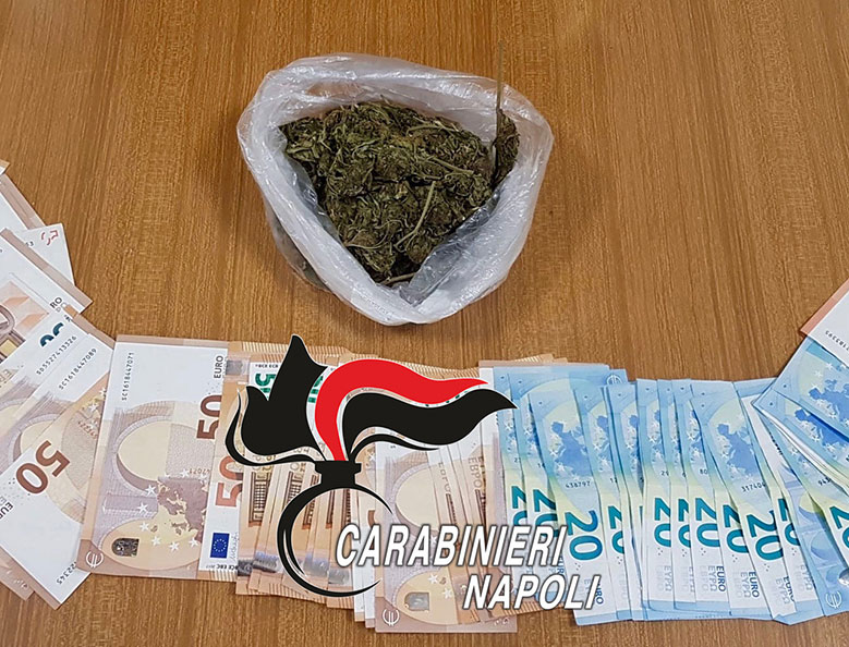 Sullo scooter con 100 grammi di marijuana: arrestati 2 pusher