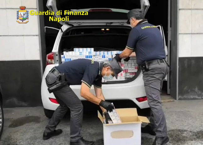 Sequestrati 246 kg di sigarette: in manette due contrabbandieri.
