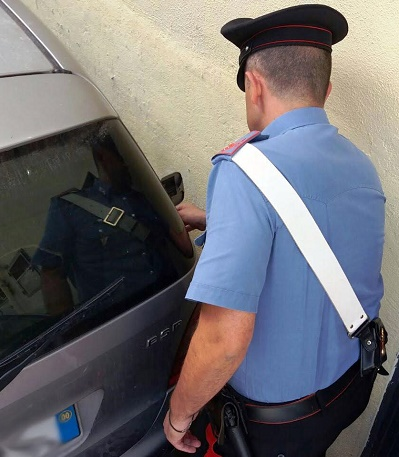 Qualiano, eroina nascosta in auto: arrestato 41enne